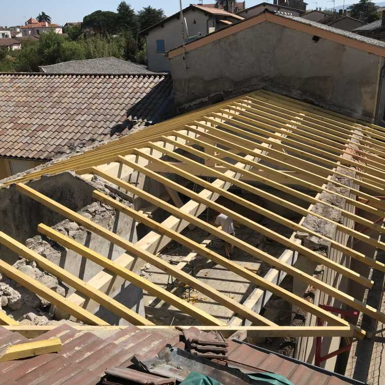 RENOVATION D'UNE CHARPENTE A BOURG DE PEAGE