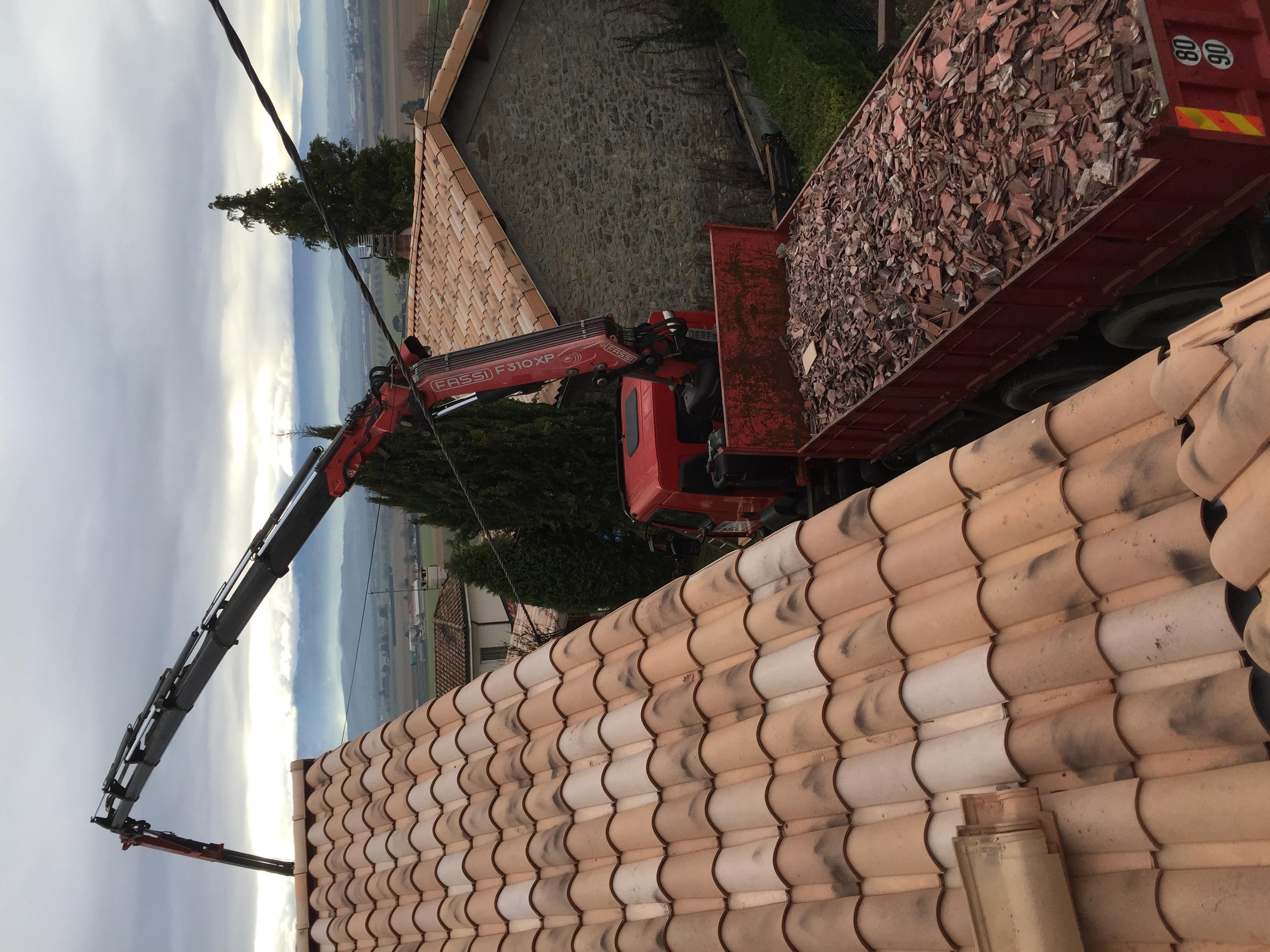 Couverture, tuile, charpente - Travaux de couverture de toiture à Romans-sur-Isère - Descombes ...
